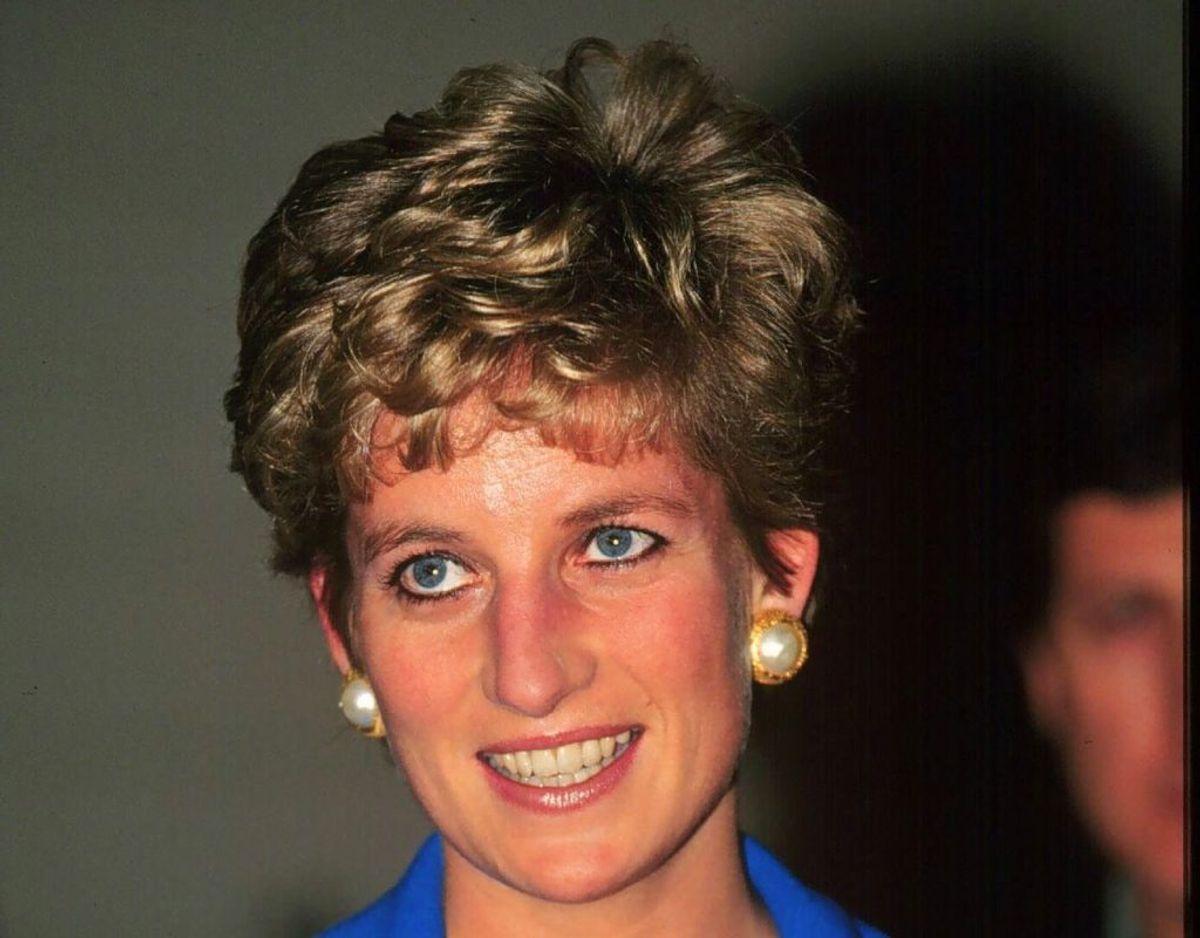 Skønt Diana Spencer var borgerlig, før hun blev gift med prins Charles, voksede hun alligevel op i en familie, der stod det engelske kongehus nært. Foto: Scanpix.