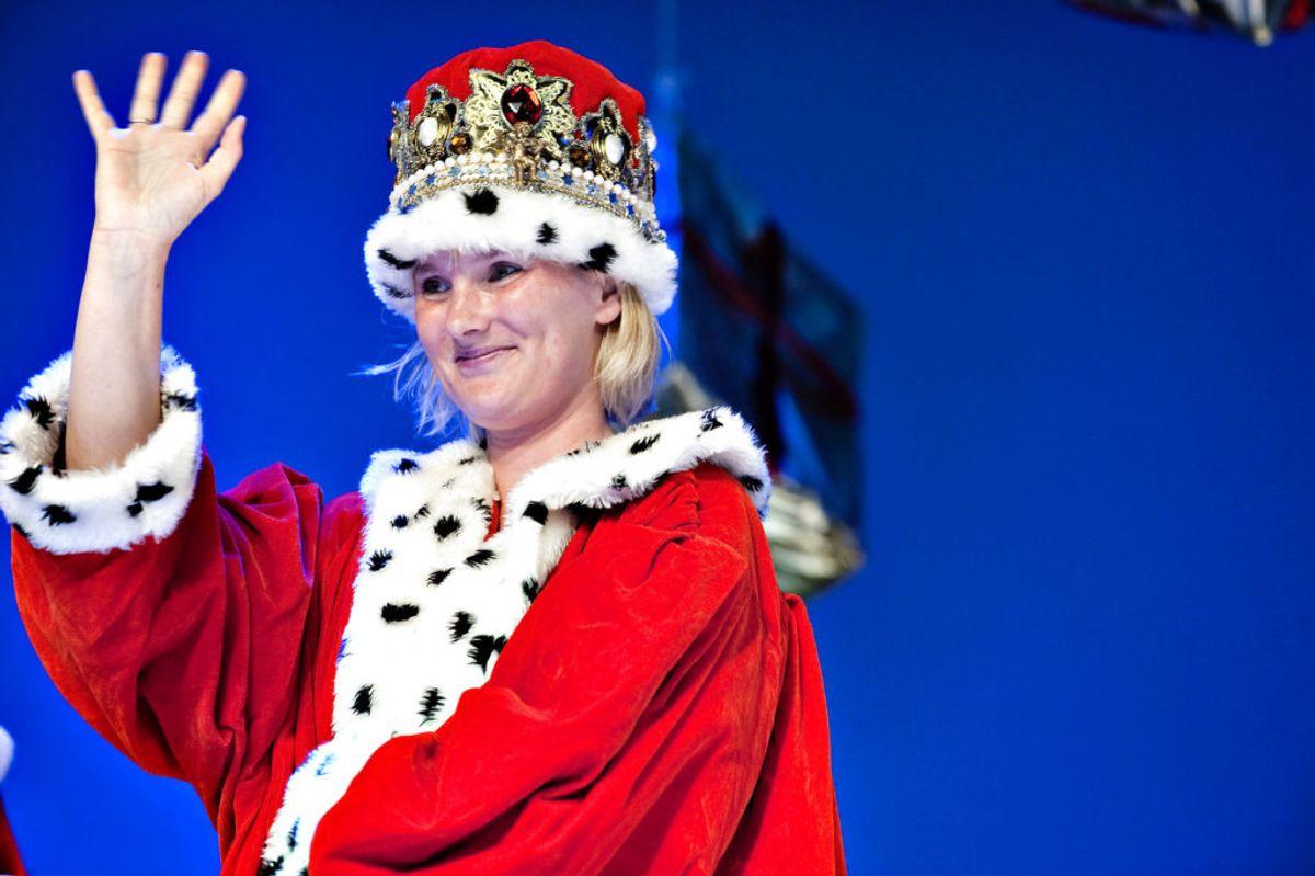 Her bliver komtessen valgt til æresjulemand. Foto: Casper Christoffersen/Scanpix.