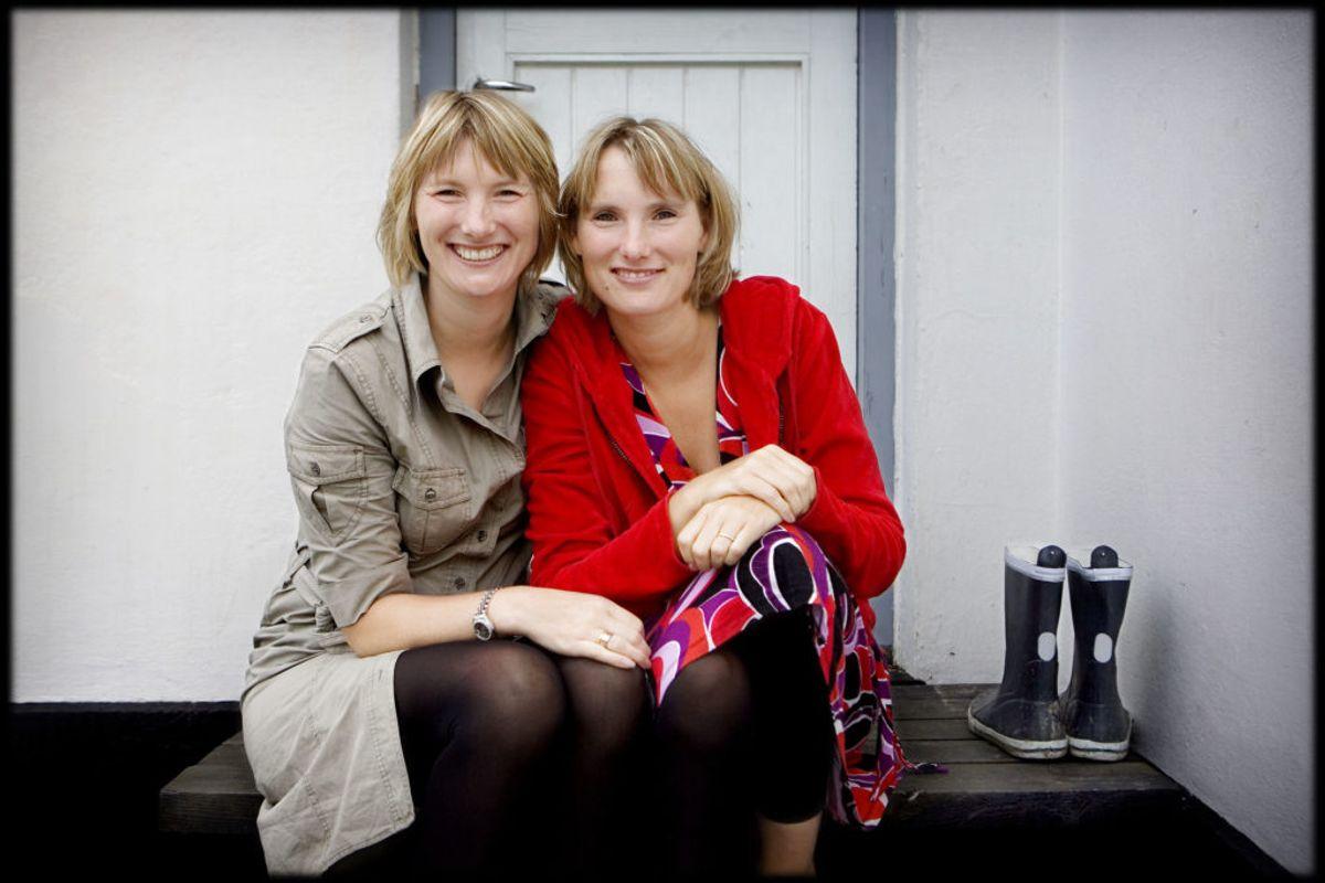 Camilla af Rosenborg (th) med sin tvillingsøster Josephine. Foto: Komtessens hus er igen til salg. Denne gang noget billigere. Foto: Uffe Weng/Scanpix.