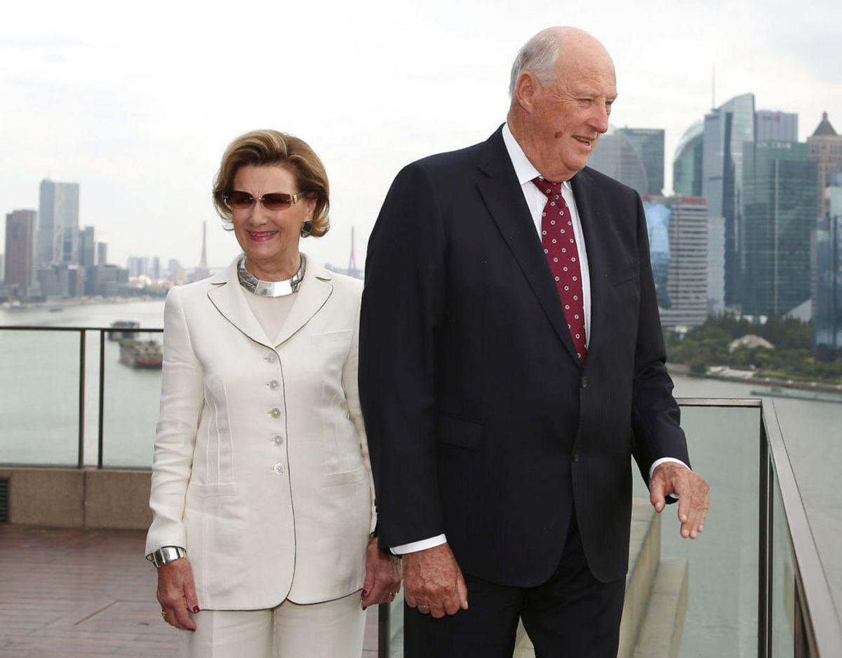 Kong Harald og dronning Sonja har regeret sammen længe, og kongen bliver ved med at være konge, til han dør. Foto: Scanpix.