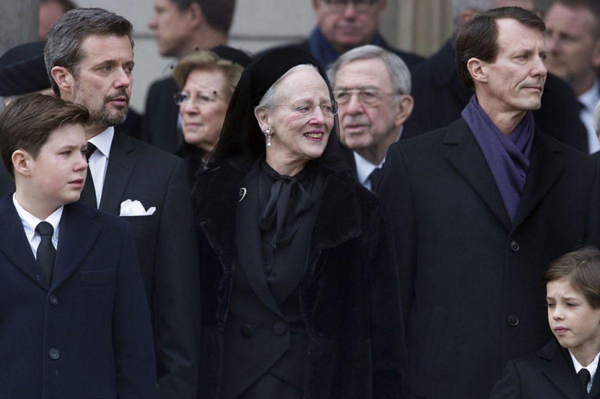 Kronprins Frederik, Dronning Margretje og Prins Joachim udenfor kirken efter Prins Henrik bisættelse fra Christiansborg Slotskirke tirsdag den 20 februar 2018. (Foto: Liselotte Sabroe/Scanpix 2018)