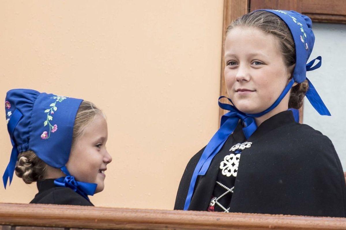 Prinsesse Isabella og prinsesse Josephine ankommer med Dannebrog til Thorshavn i forbindelse med kronprinsparrets officielle besøg på Færøerne, torsdag den 23. august 2018.. (Foto: Mads Claus Rasmussen/Ritzau Scanpix)
