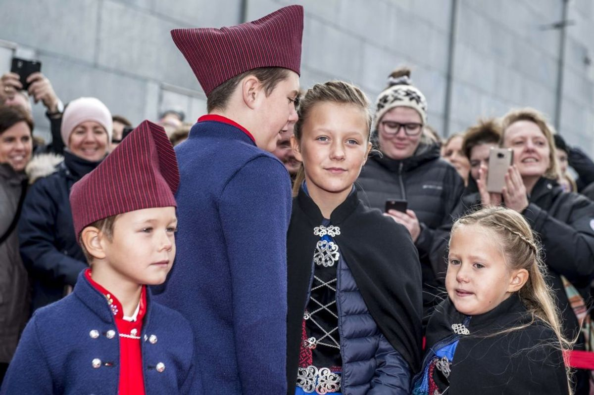 Prins Vincent, prins Christian, prinsesse Isabella og prinsesse Josephine efter ankomst med Dannebrog til havnen ved Bakkafrost i forbindelse med deres officielle besøg på Færøerne, lørdag den 25. august 2018.. (Foto: Mads Claus Rasmussen/Ritzau Scanpix)