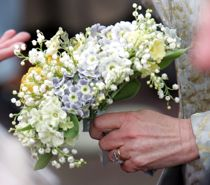 Har været en hemmelighed i årevis: Kæmpe drama bag brudebuket