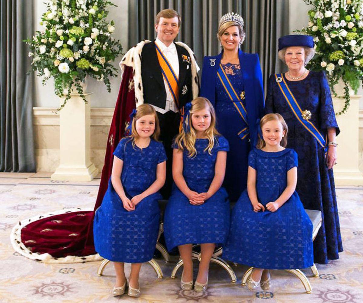 Sådan så hele familien ud, da Willem-Alexander blev kronet i 2013. (Foto: Scanpix) KLIK FOR FLERE FANTASTISKE BILLEDER AF FAMILIEN!