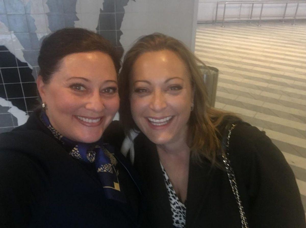 Kan du kende forskel? De to kvinder er som snydt ud af næsen på hinanden. Klik videre i galleriet og se flere billeder. (Foto: Lise Langkilde)
