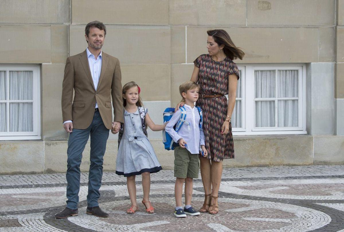 Første skoledag for tvillingerne prins Vincent og prinsesse Josephine var i 2017. De går ligesom storebror Christian og storesøster Isabella på Tranegårdskolen i Hellerup . Foto: Scanpix