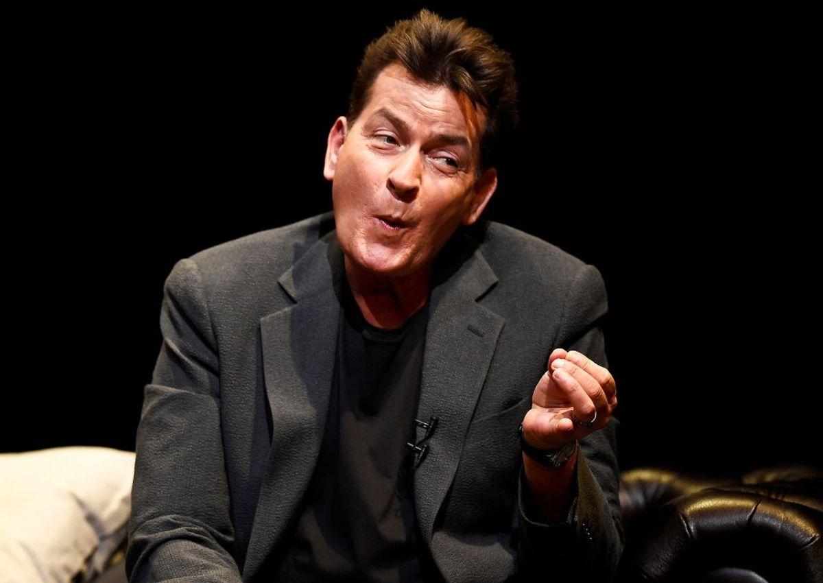 Skuespilleren Charlie Sheen er nærmest mere kendt for sit stofforbrug end sin skuespillerkarriere. Han har flere gange pralet med, hvor meget kokain han tog. Foto: Scanpix