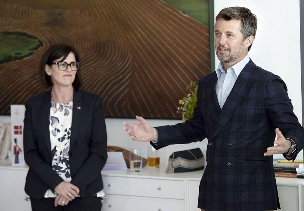 Australiens ambassadør Mary Ellen Miller og kronprins Frederik taler ved receptionen for de skadede danske krigsveteraner, der skal deltage i Invictus Games i Sydney til oktober. Foto: Keld Navntoft/Scanpix