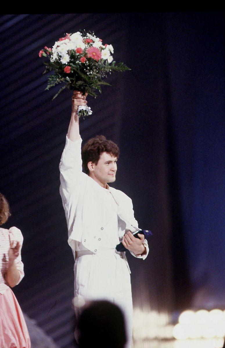 """1987: Den irske sanger Johnny Logan vinder for anden gang Eurovision Song Contest. Dette år med nummeret """"Hold me now"""". Foto: HENNING BAGGER/Scanpix (Arkivfoto)."""