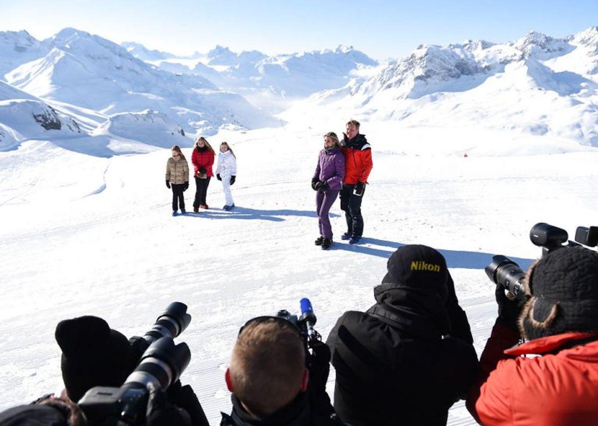 Kongefamilien ses her med bjergene i baggrunden. Foto: Andreas Gebert/Scanpix.