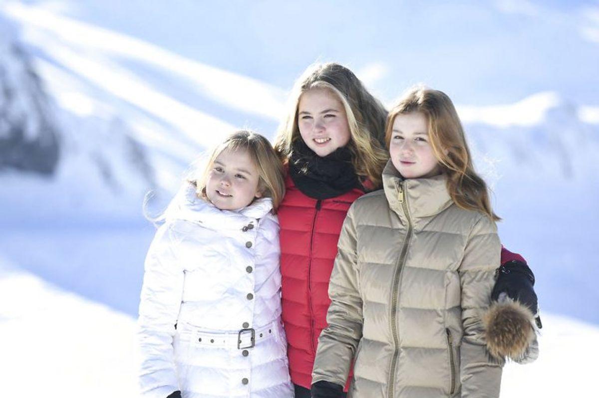 Kongefamiliens døtre: prinsesse Catarina-Amalia (i midten),prinsesse Alexia (venstre)og prinsesse Ariane (højre). Foto: Felix Kaestle/Scanpix.