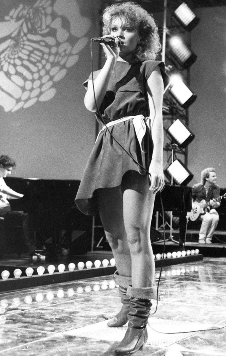 Gry synger'Kloden drejer' til sejr i Dansk Melodi Grand Prix i 1983. Foto: Bent K Rasmussen/Scanpix (Arkivfoto)