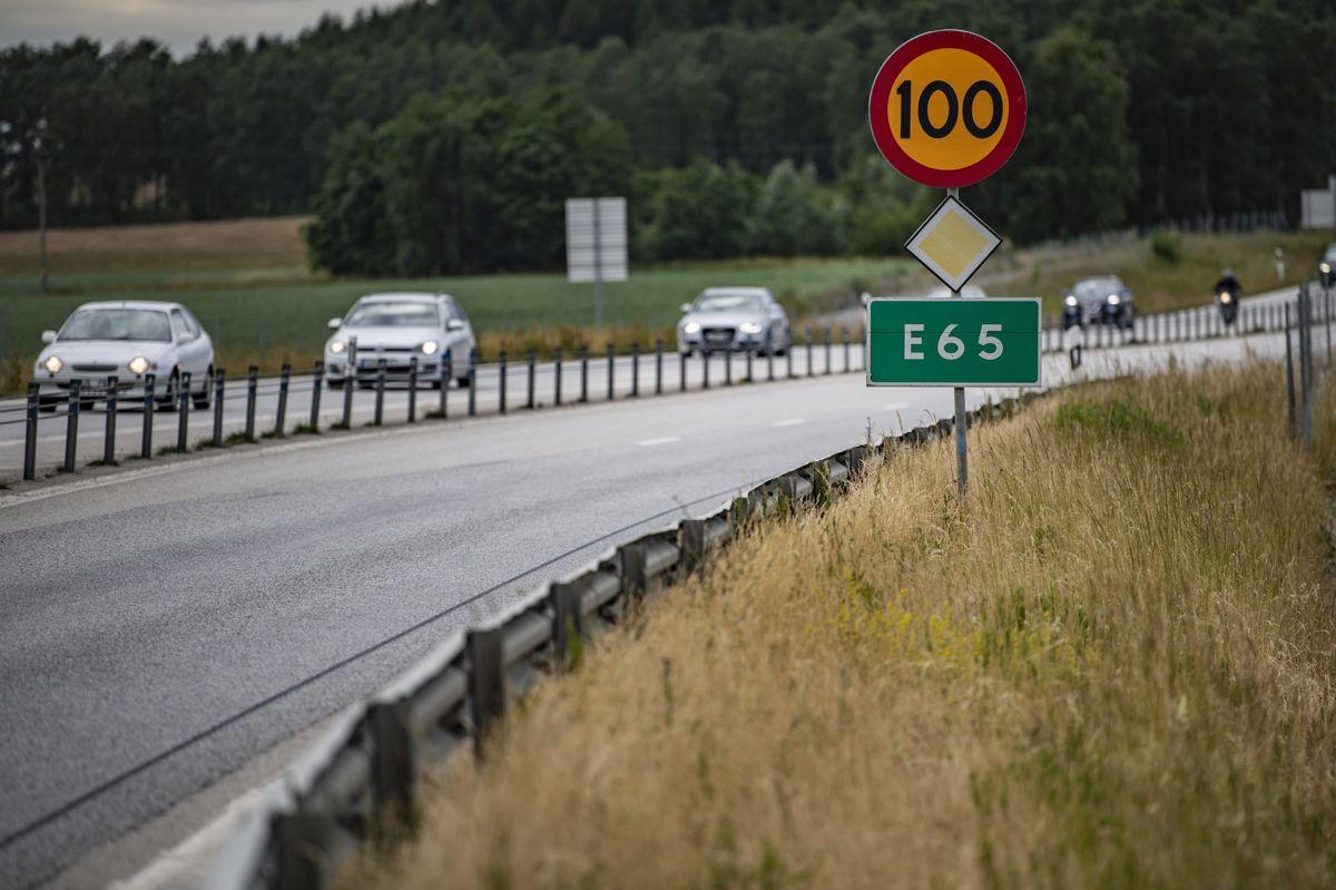 Svensk politi efterforsker i øjeblikket en række sager, hvor dansk indregistrerede biler er ramt af sten på motorvejen. Foto: Johan Nilsson/Scanpix.