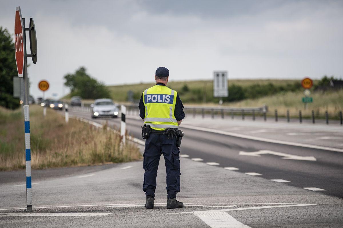 Svensk Politi er på udkig efter den eller de personer, som den seneste stykke tid har ramt biler, især med danske nummerplader, med kasteskyts. Bilerne er fortrinsvis blevet ramt på strækningen mellem Ystad og Skurup. Foto: Johan Nilsson/Scanpix.