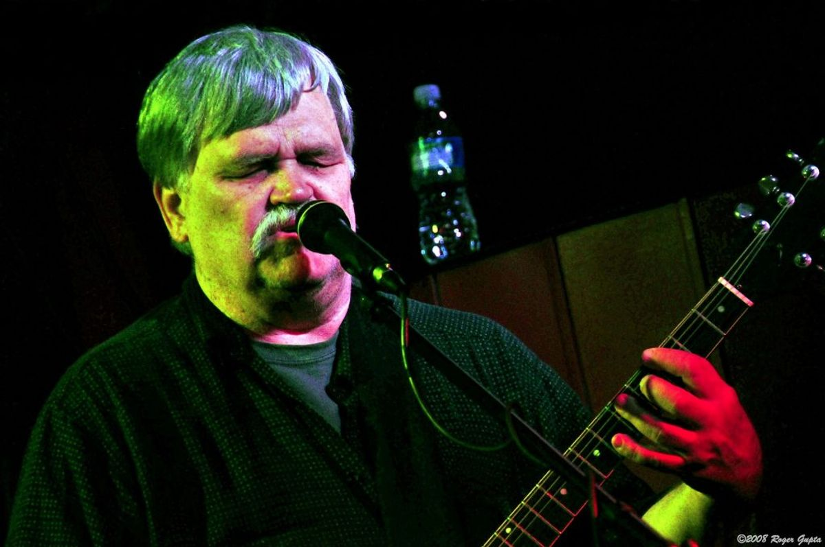 Guitaristen Bruce Hampton døde 1. maj kort tid efter, han kollapsede på scenen. Foto: Roger Gupta/Wikipedia.