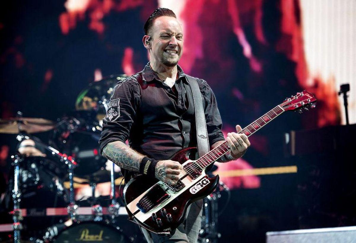 Volbeat med Michael Poulsen i front spillede lørdag aften i udsolgte Telia Parken i København. Foto: Nils Meilvang/Scanpix