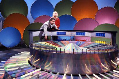 Lykkehjulet med værterne Bengt Burg og Carina Jensen.