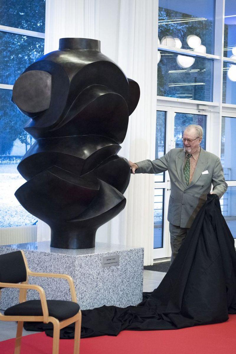 Prins Henrik afslørede tidligere i denne måned sin skulptur 'Abstrakt Torso' i Aalborg Kongres og Kultur Center. Foto: Michael Bo Rasmussen / Scanpix.