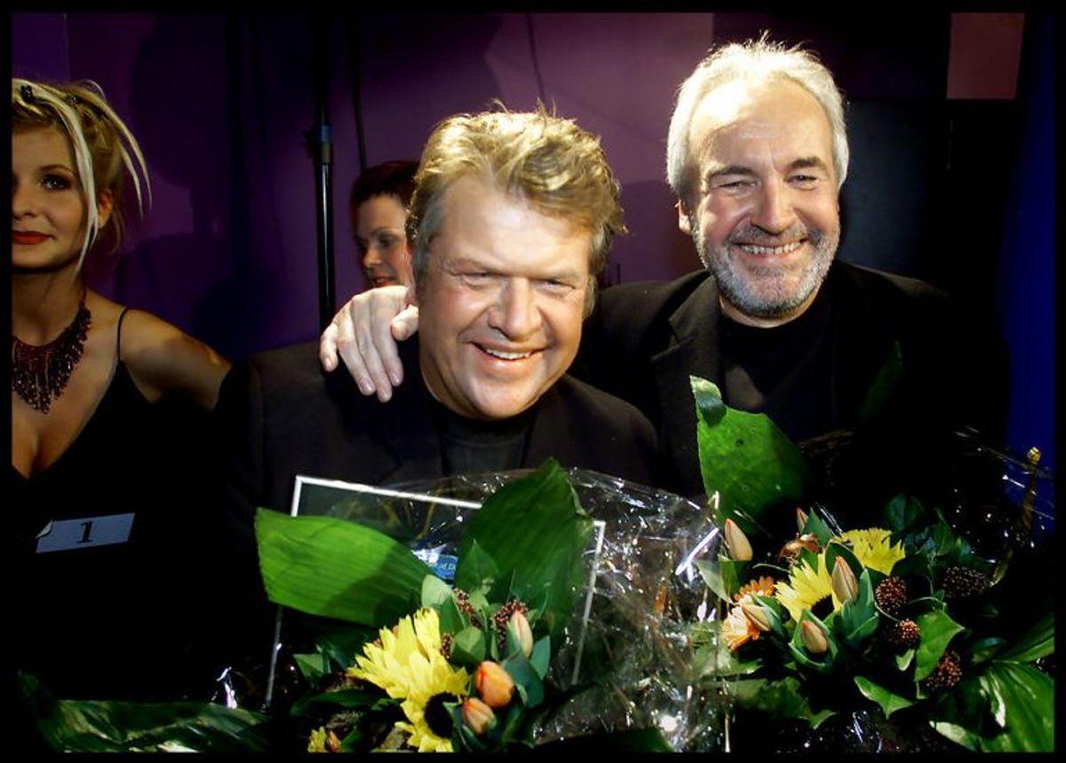 """Brødrene Olsen, alias Jørgen Olsen (th) og Niels Olsen, vandt Dansk Melodi Grand Prix 2000 med """"Smuk som et stjerneskud"""". I SVerige vandt de som bekendt med den engelske udgave """"Fly on the wings og love"""". Foto: NILS MEILVANG/SCANPIX (Arkivfoto)"""