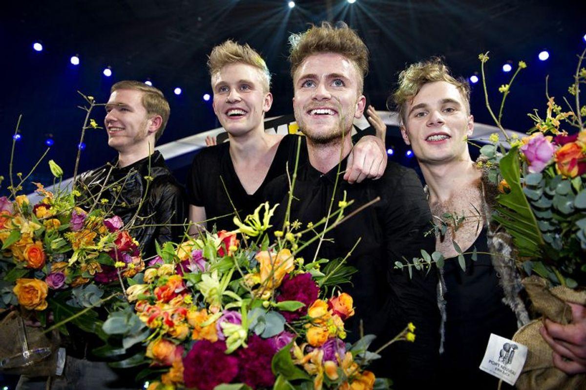 Med sangen New Tomorrow vandt A Friend in London Dansk Melodi Grandprix 2011. Her de glade vindere på scenen efter sejren. Foto: Marie Hald/Scanpix (Arkivfoto)