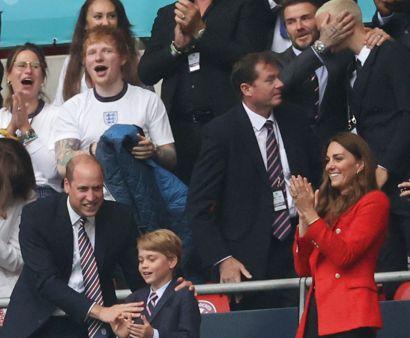 Cherry og Ed Sheeran, David og Romeo Beckham og nederst den kongelige familie. Foto: Carl Recine/Scanpix.