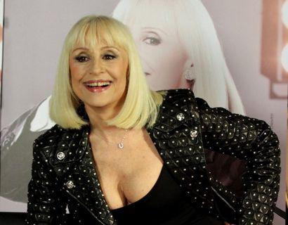 Den elskede italienske diva og entertainer Raffaella Carra er gået bort 78 år gammel. Foto: Scanpix/Cosima Scavolini / SplashNews.com