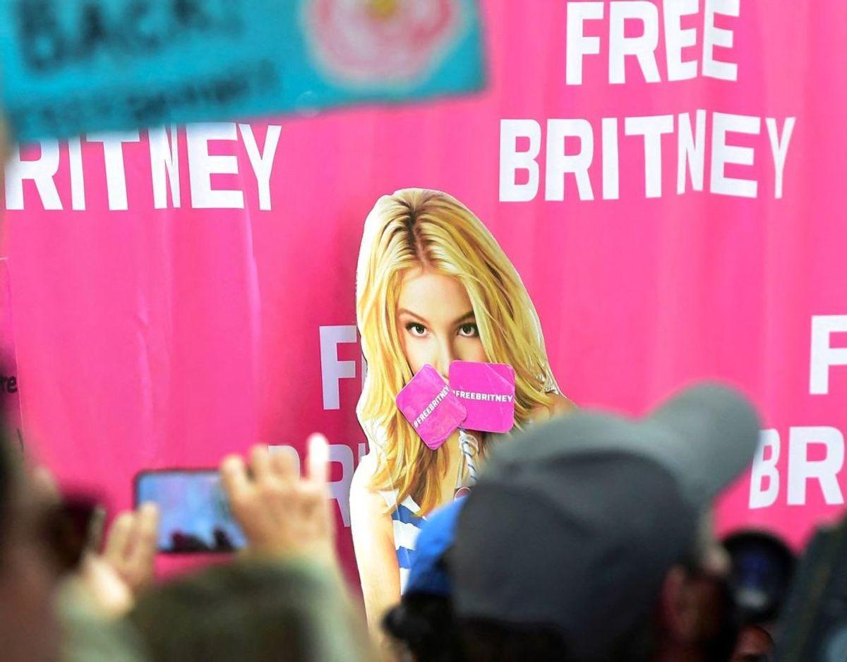 Hele situationen omkring Britneys Spears' og kamp for at blive frigjort, har skabt 'Free Britney -bevægelsen' og udløst enorm vrede over store dele af kloden. Foto: Scanpix/Frederic J. BROWN / AFP