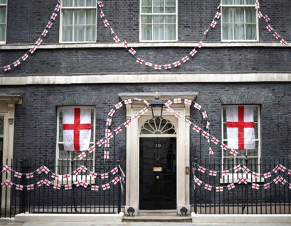 Hvem bor mon i huset med de mange flag? Foto: REUTERS/Henry Nicholls