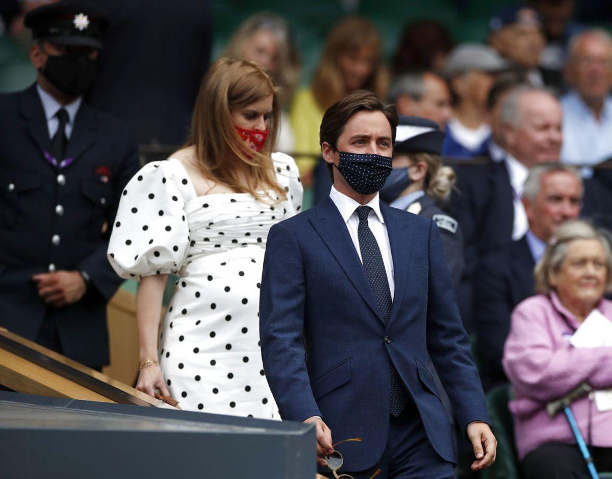 Gravide prinsesse Beatrice og hendes mand Edoardo Mapelli Mozzi ankommer til VIP afsnittet på Center Court. Foto: EUTERS/Paul Childs