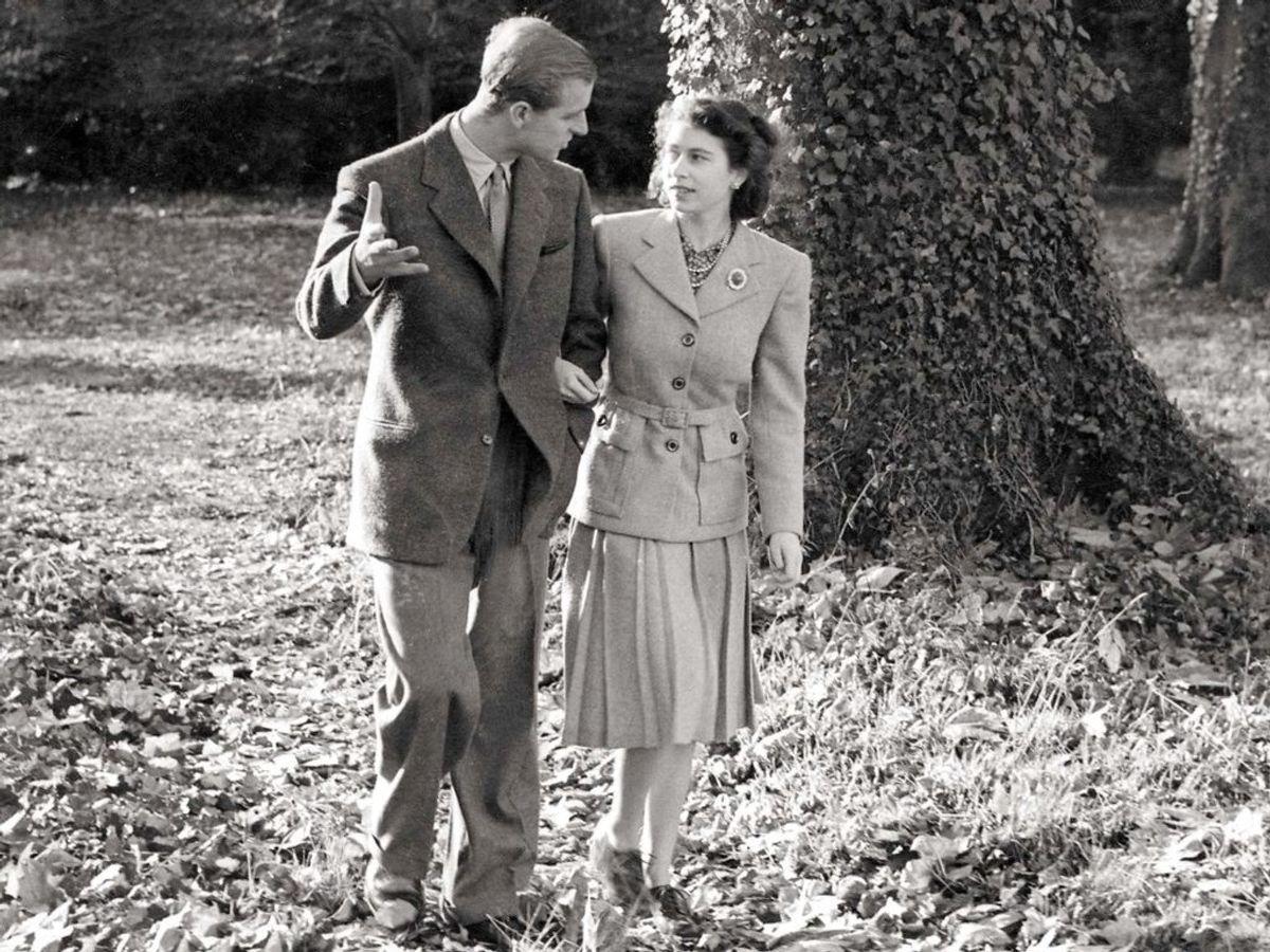 Et af de få billeder, der stadig eksisterer af prinsesse Elizabeth og løjtnant Philip Mountbatten på deres bryllupsrejse. Foto: REUTERS/The Royal Collection/Handout / Scanpix