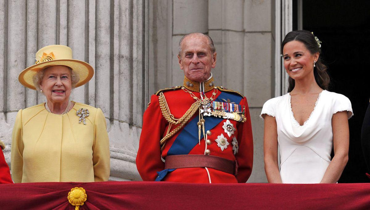Her ses dronning Elizabeth, prins Philip og Pippa Middleton til William og Kates bryllup. Foto: REUTERS/John Stillwell/Pool/Scanpix