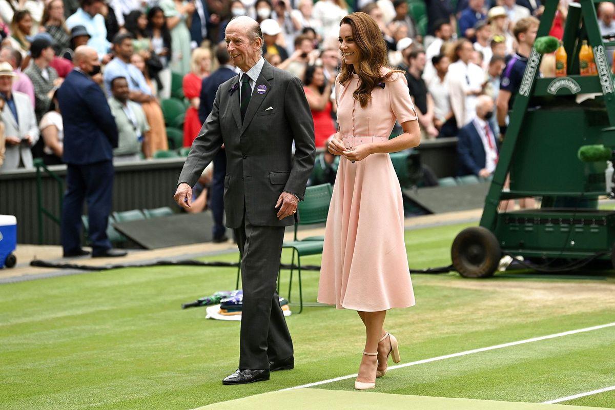 I 52 år har prins Edward været synonym med trofæoverrækkelse til Wimbledon, men nu er det slut. Foto: Glyn KIRK / AFP / Ritzau Scanpix