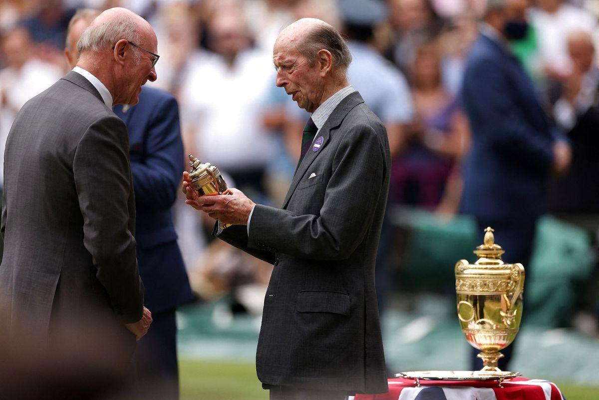 I 52 år har prins Edward været synonym med trofæoverrækkelse til Wimbledon, men nu er det slut. Foto: Steven Paston / POOL / AFP / Ritzau Scanpix