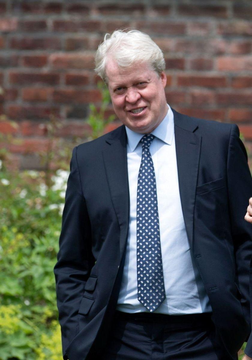 Eller ligner han rent faktisk prinsesse Dianas bror, Charles Spencer, mest?