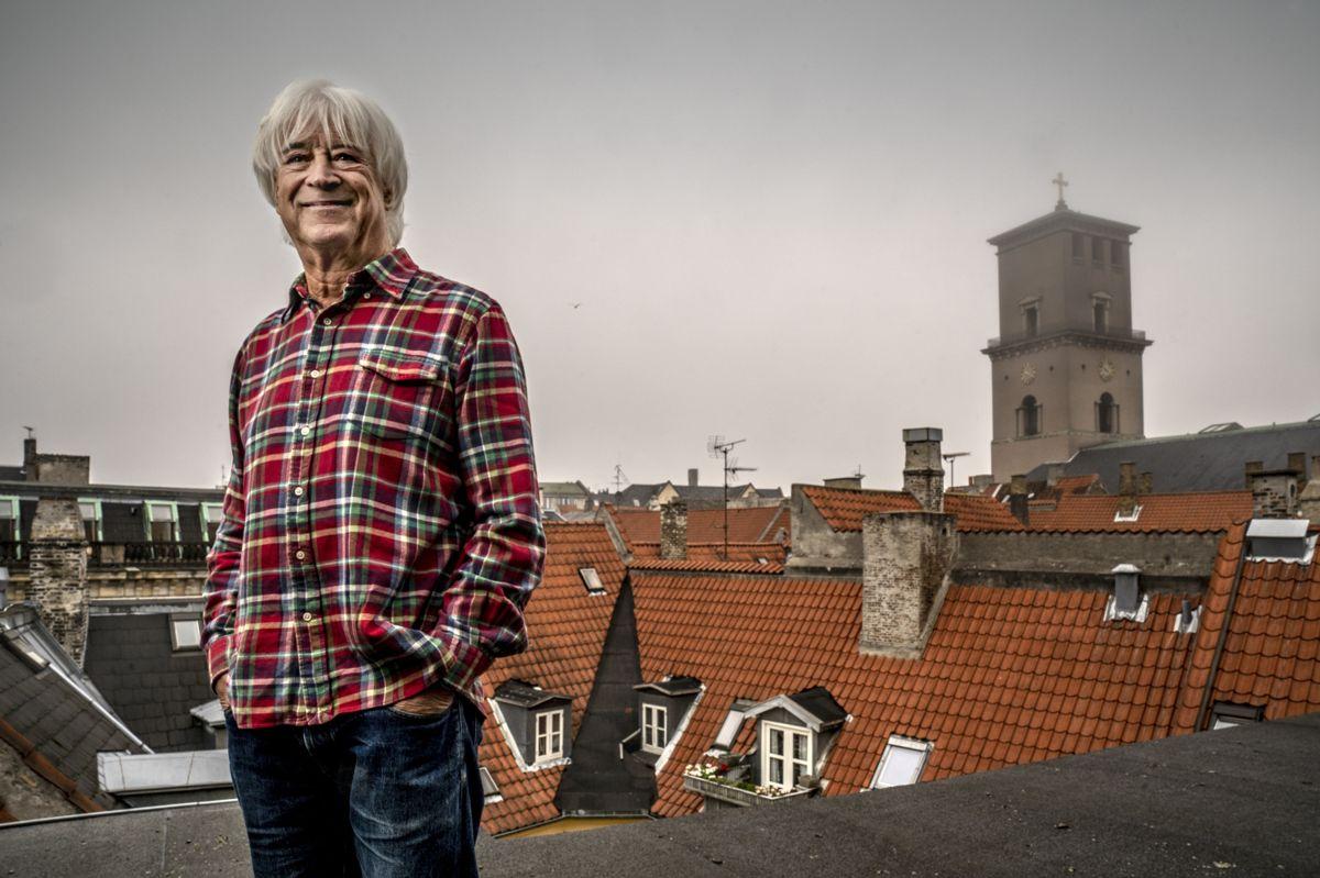 Billy Cross er født på Manhattan i New York. I 1979 flyttede han til Danmark, og her har han boet lige siden.