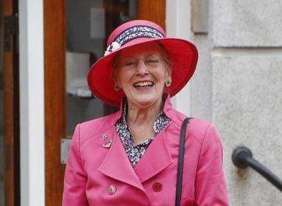 Dronning Margrethe har ikke kongeskibet 'Dannebrog' med på sin tur til Færøerne og må derfor finde andet sted at overnatte.