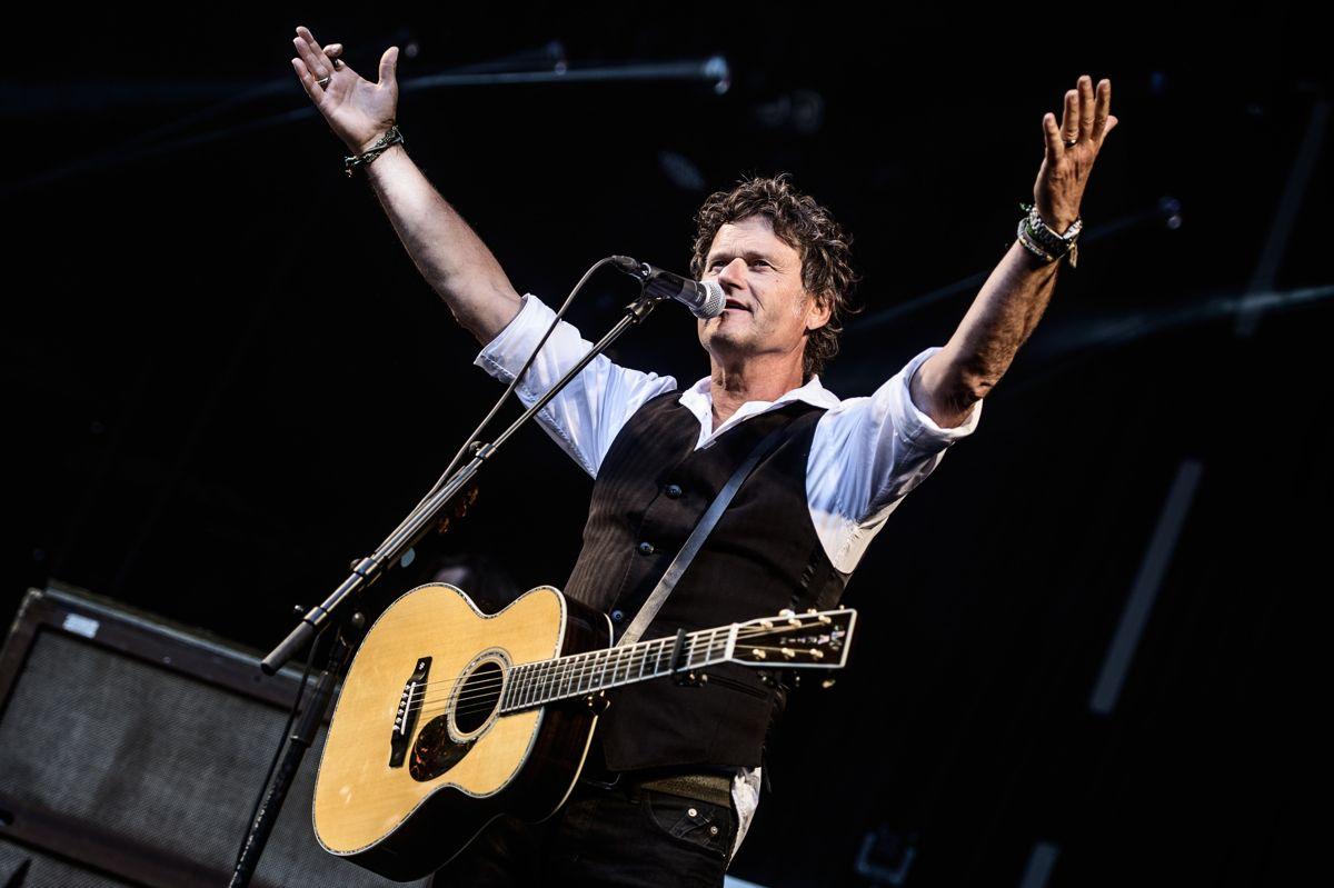 Den 65-årige musiker og sangskriver Poul Krebs skal ikke spille på nogen store festivaler i år på grund af corona. I stedet skal han spille endnu flere små koncerter, fortæller han. (Arkivfoto)