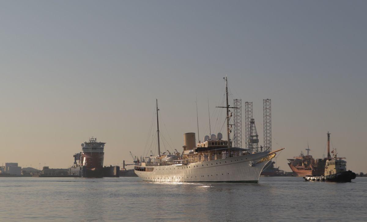 Dannebrog bliver ikke en del af dronningens tur til Færøerne og Grønland i denne omgang.