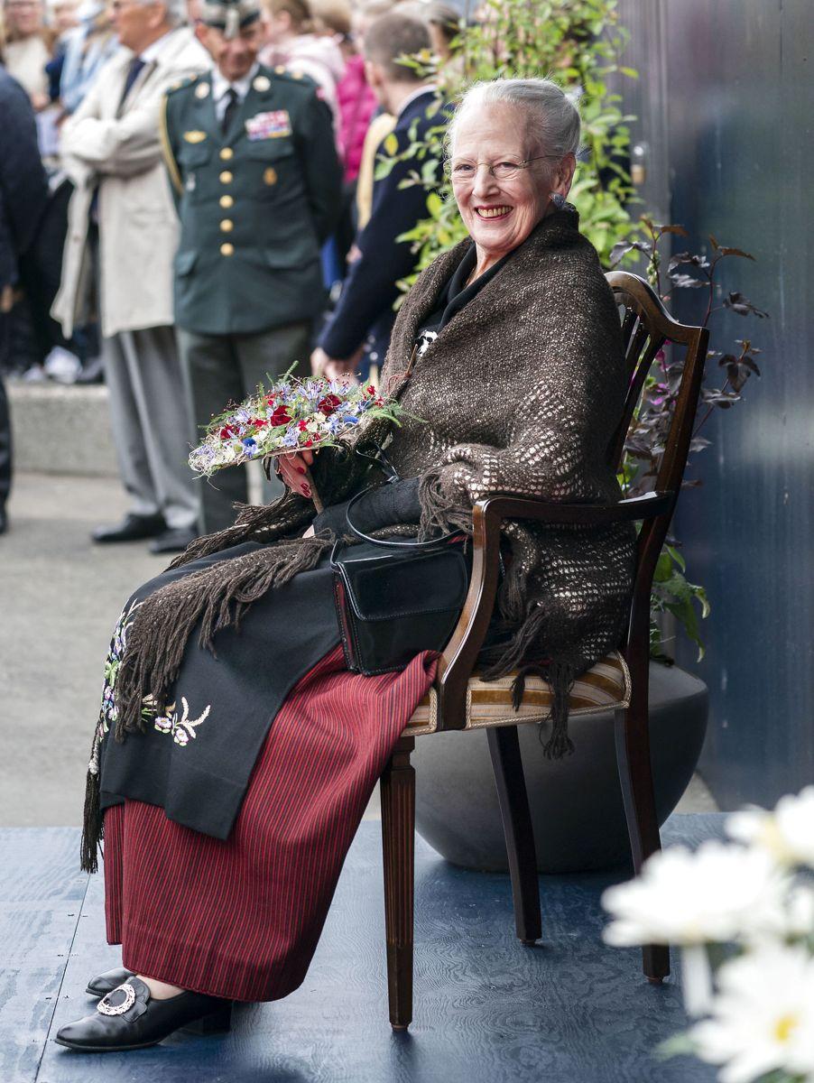 Dronning Margrethe besøger Færøerne. Her besøger hun mødestedet Underhuset, Toftir, Færøerne, søndag den 18. juli 2021. (Foto: Hanne Juul HANNE JUUL/Ritzau Scanpix)