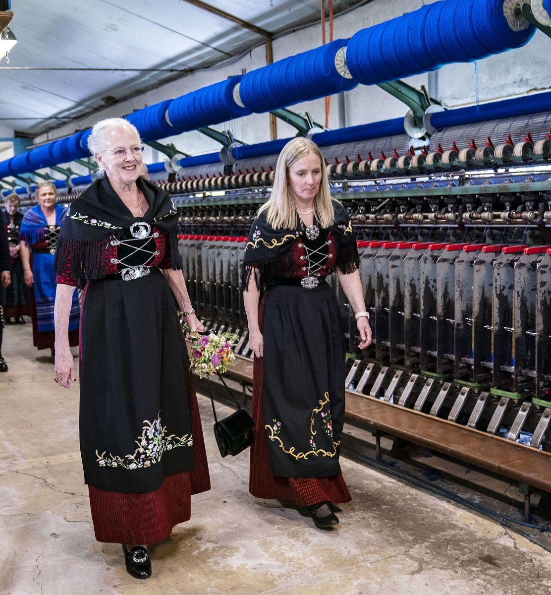 Dronning Margrethe besøger Færøerne søndag den 18. juli 2021. Her besøger hun familevirksomheden Snældan. (Foto: Hanne Juul HANNE JUUL/Ritzau Scanpix)