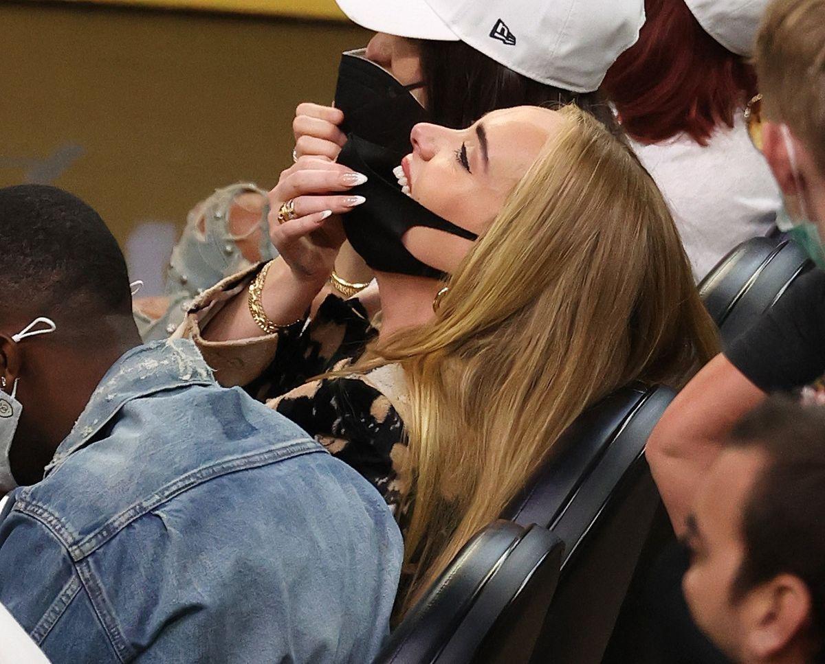 Adele ses her grinende sammen med Rich Paul. Foto: Ronald Martinez/Getty Images/AFP/Ritzau Scanpix