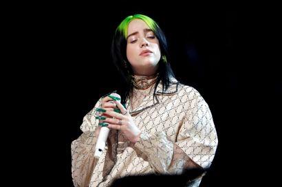 Brugerne på de sociale medier har flere gange været efter sangerinden, og indtil videre handler det om gamle videoer.