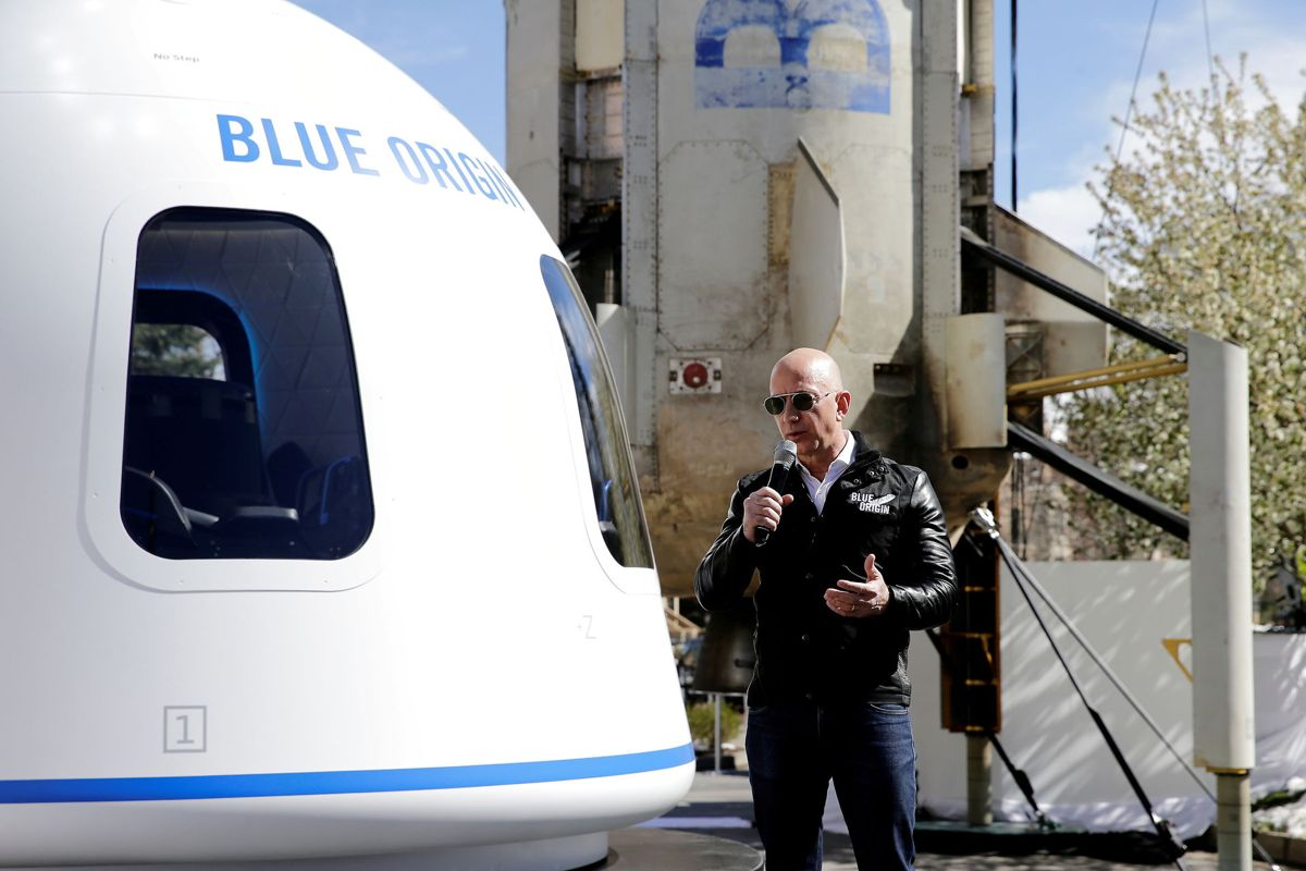 Jeff Bezos står bag både Amazon og Blue Origin. Nu er han klar til at tage turen til det ydre rum. Foto: REUTERS/Isaiah J. Downing/File Photo/Ritzau Scanpix