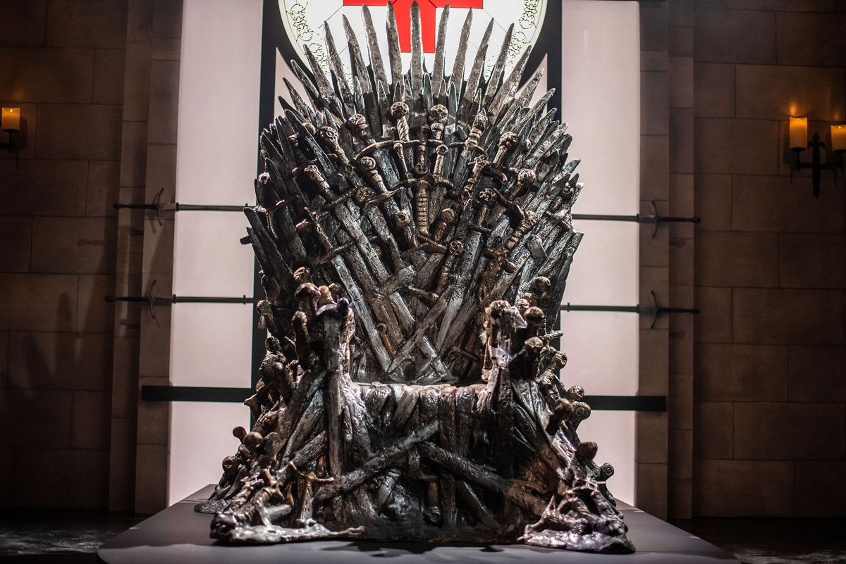 Jerntronen, 'The Iron Throne', spillede en essentiel rolle i TV-serien Game of Thrones. Men nu er den nye serie i universet ramt af corona. Foto: Sergio Flores/Reuters/Ritzau Scanpix