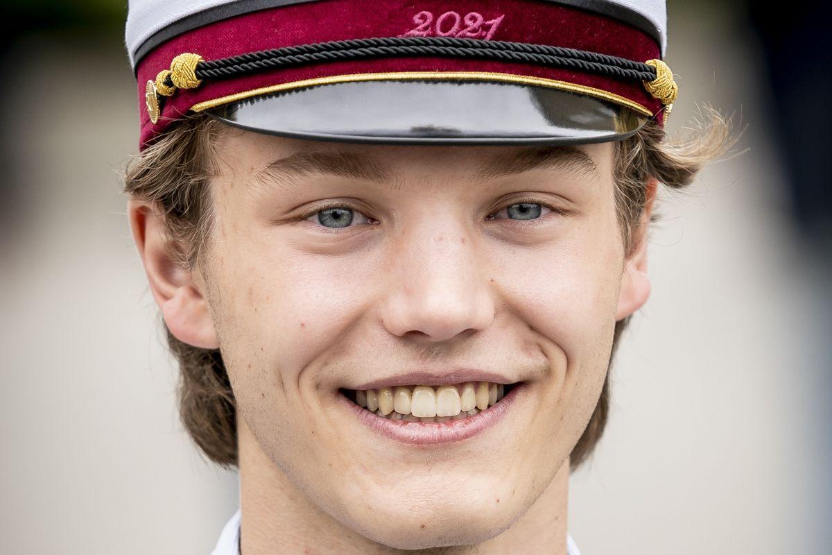 Prins Felix fylder 19 år 22. juli. I juni blev prinsen, der er yngste søn af prins Joachim og grevinde Alexandra, student fra Gammel Hellerup Gymnasium. Prinsen begynder i militærtjeneste efter sommerferien.