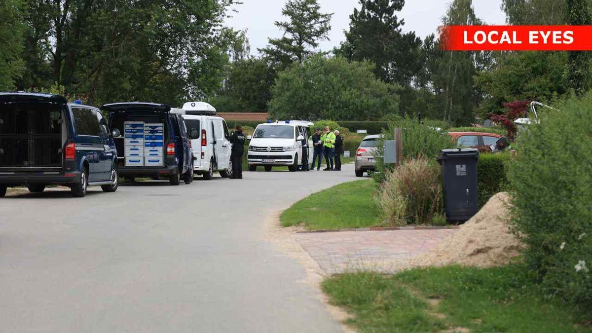 Politiet er massivt til stede med efterforskere på gerningsstedet.