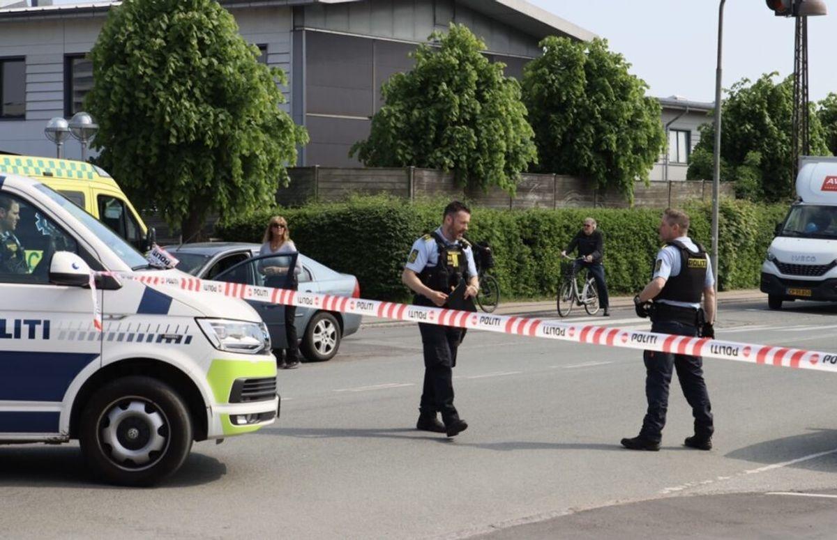 Sydsjællands og Lolland-Falsters Politi har onsdag eftermiddag skudt en mand i maven. Det er sket i Dannemare på Lolland, hvor området omkring Jørgen C. Pedersensvej er spærret af. Foto: presse-fotos.dk