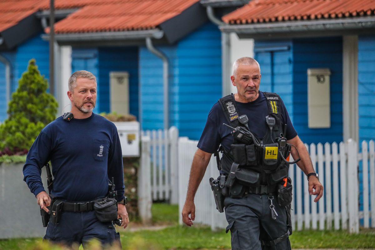 Politiet mødte talstærkt op efter anmeldelsen. Foto: Presse-fotos.dk