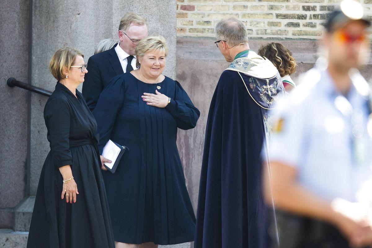 Erna Solberg efter gudstjenesten i Oslo domkirke. Foto: Trond Reidar Teigen / NTB